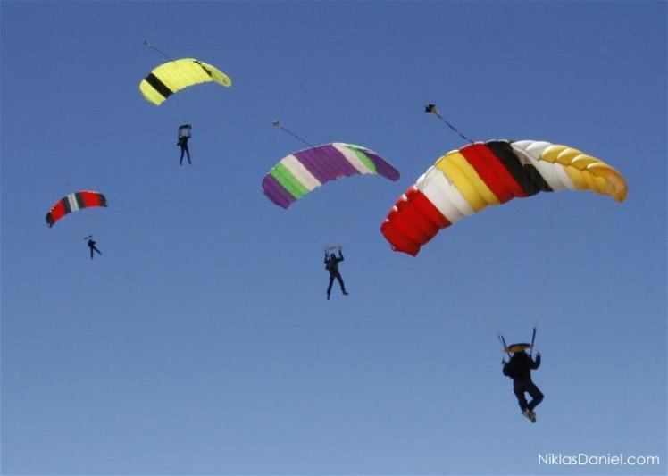 paracaidas_volando