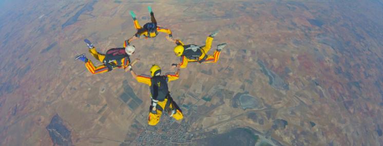 equipamiento_que_se_usa_para_saltar_en_paracaidas