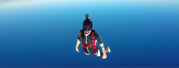 paracaidista volando