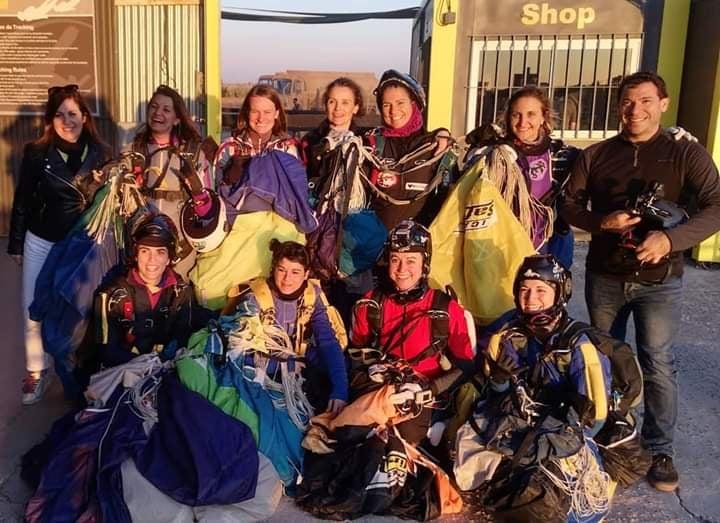 equipo del primer record nacional femenino de paracaidismo